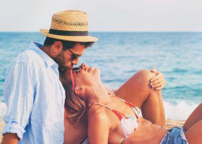 Wakacyjna miłość może się zdarzyć i w stałych związkach